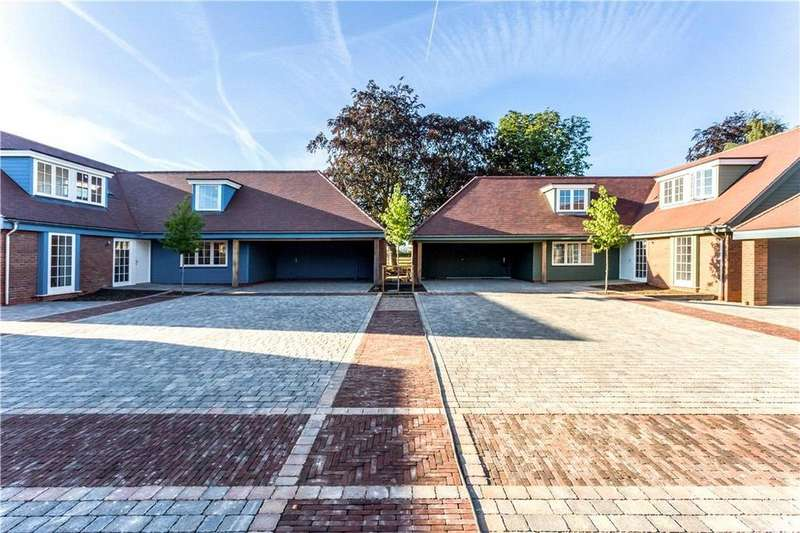 3 Bedrooms Bungalow for sale in Henrys Of Harbury, Harbury, Leamington Spa, CV33