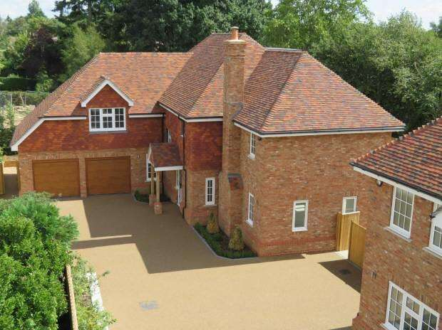 5 Bedrooms Detached House for sale in Heron Mews, Angley Road, Cranbrook, Kent TN17 2PL
