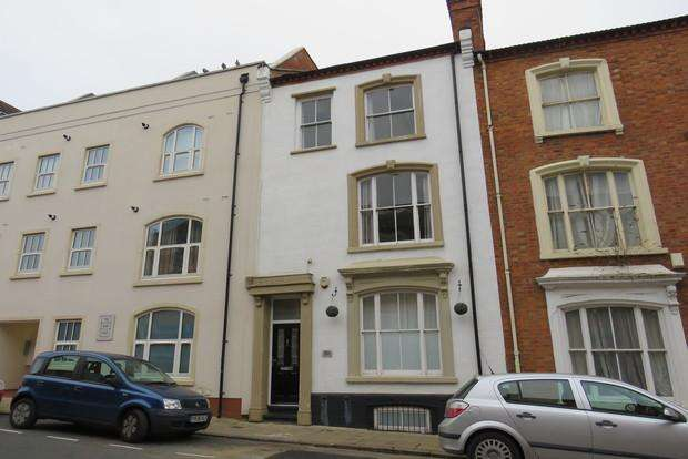 3 Bedrooms Town House for sale in Hazelwood Road, Northampton, NN1