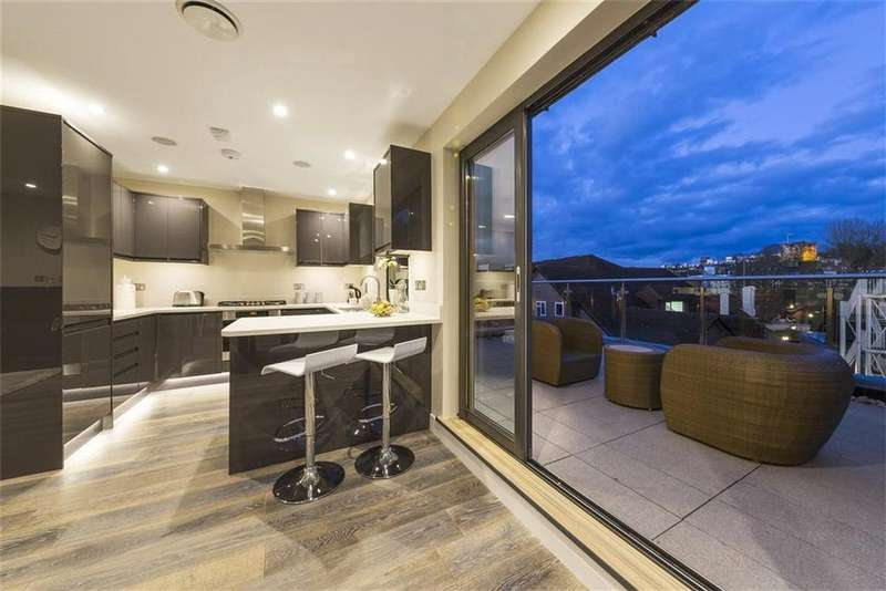 2 Bedrooms Penthouse Flat for sale in William House, 45 Bury Fields, Guildford, Surrey, GU2