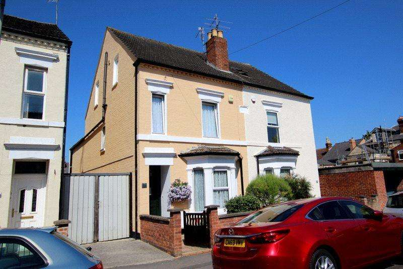 4 Bedrooms Semi Detached House for sale in Henry Road, Gloucester, GL1