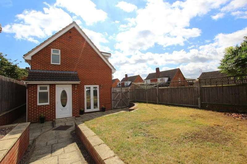 3 Bedrooms Detached House for sale in Chosen Way, Hucclecote, Gloucester, GL3