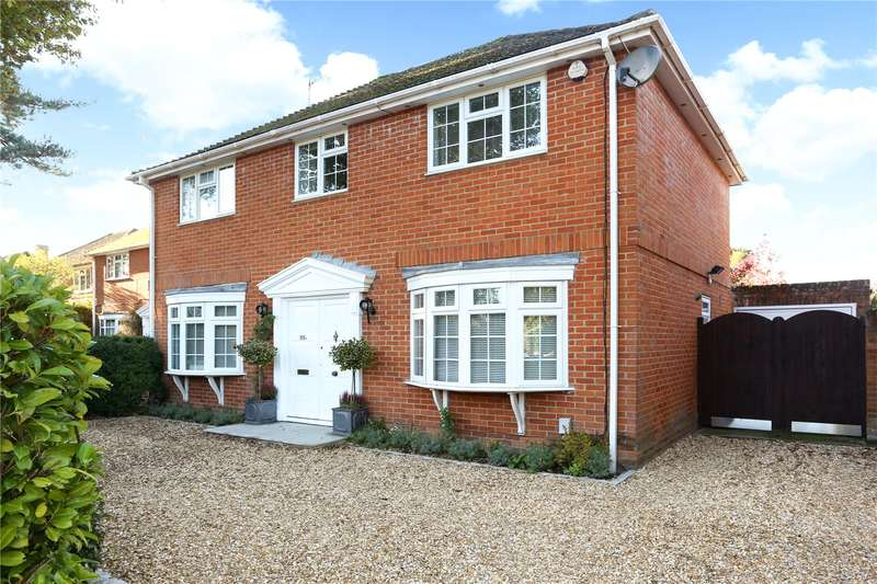 4 Bedrooms Detached House for sale in Wood Lane, Fleet, GU51