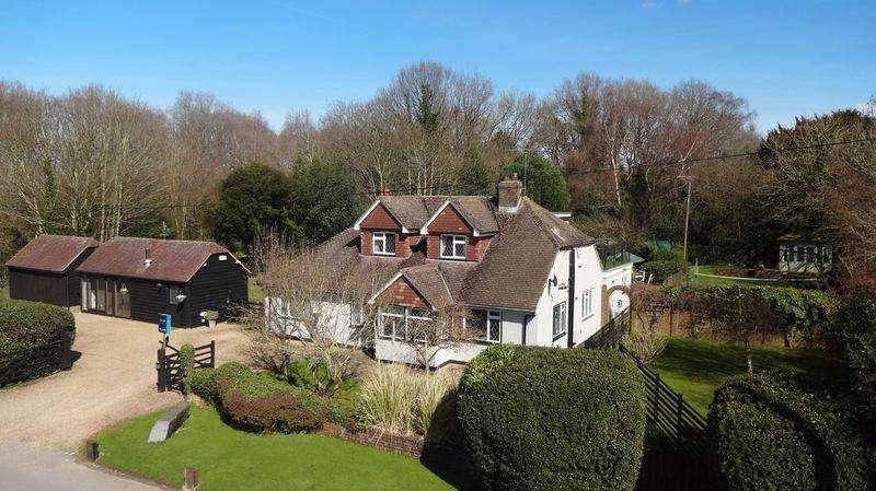 4 Bedrooms Detached House for sale in Warlingham Woodland Wonder...