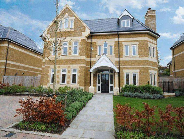 6 Bedrooms Villa House for sale in Carmel Gate, London, NW11