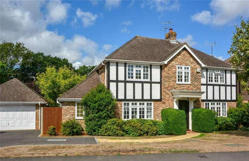 5 Bedrooms Detached House for sale in Waverley Way, Finchampstead, Berkshire, RG40