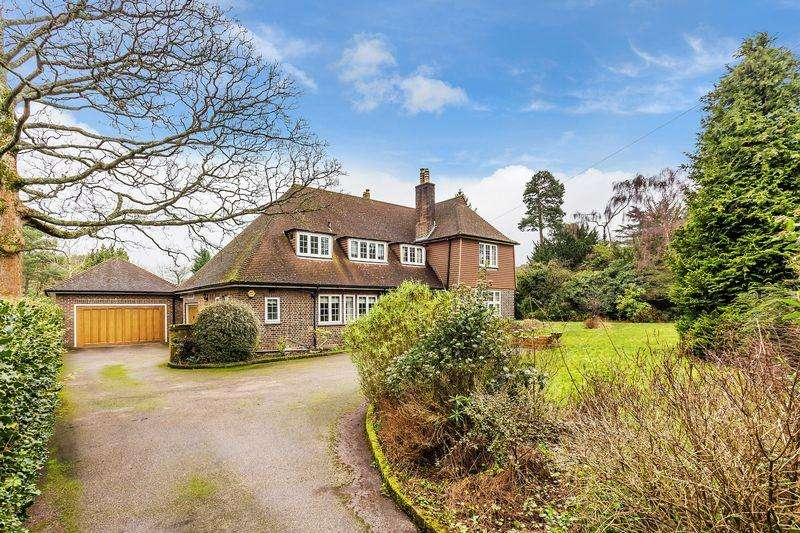 5 Bedrooms Detached House for sale in Shirley Hills Road, Croydon