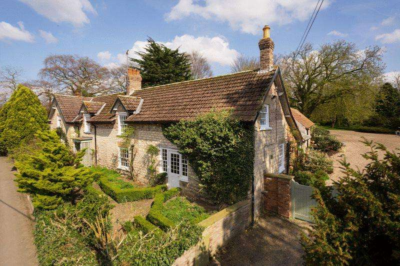 5 Bedrooms Detached House for sale in Scagglethorpe Manor, Scaggleforth