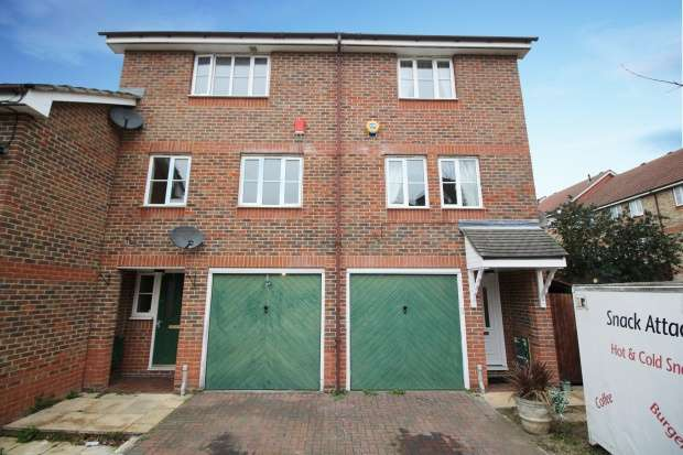 3 Bedrooms Semi Detached House for sale in Redbourne Drive, Thamesmead, Greater London, SE28 8QF