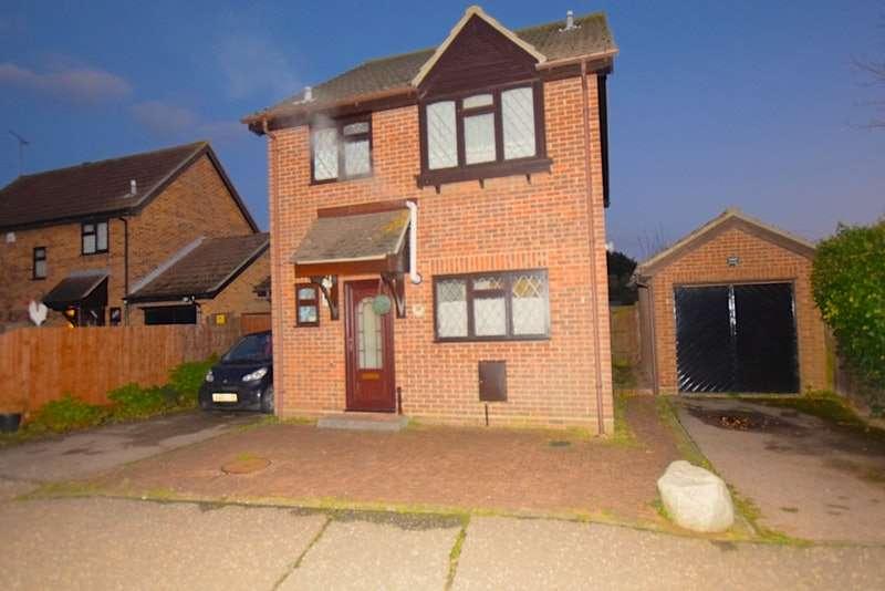 3 Bedrooms Detached House for sale in Hankin Avenue, Harwich, Essex, CO12