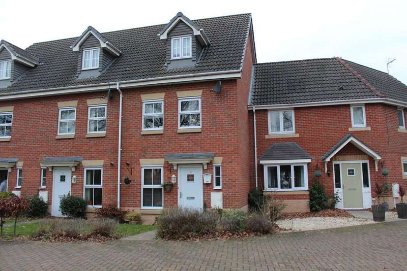 3 Bedrooms Town House for sale in Remus Court, North Hykeham