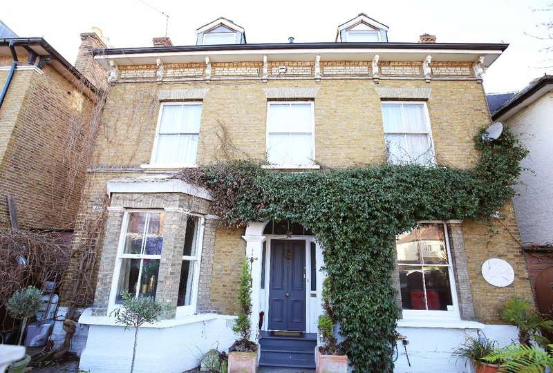 6 Bedrooms Detached House for sale in Teddington