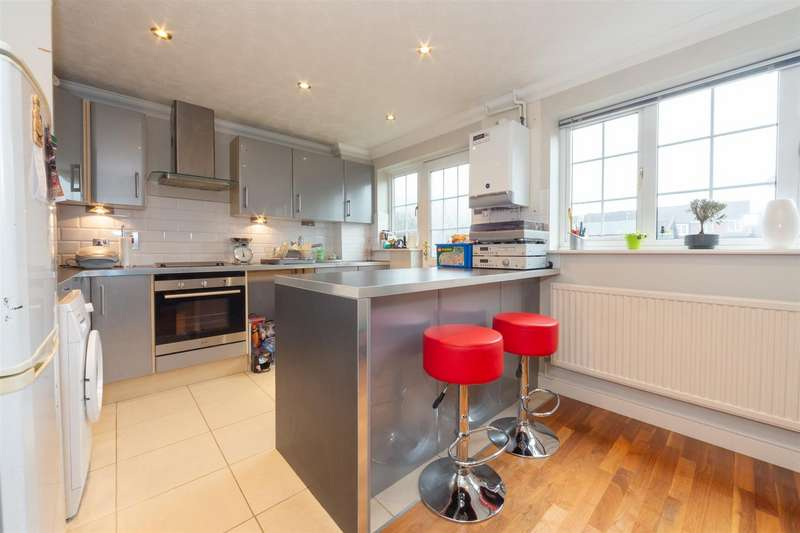 3 Bedrooms End Of Terrace House for sale in Tennyson Avenue, Houghton Regis, Bedfordshire