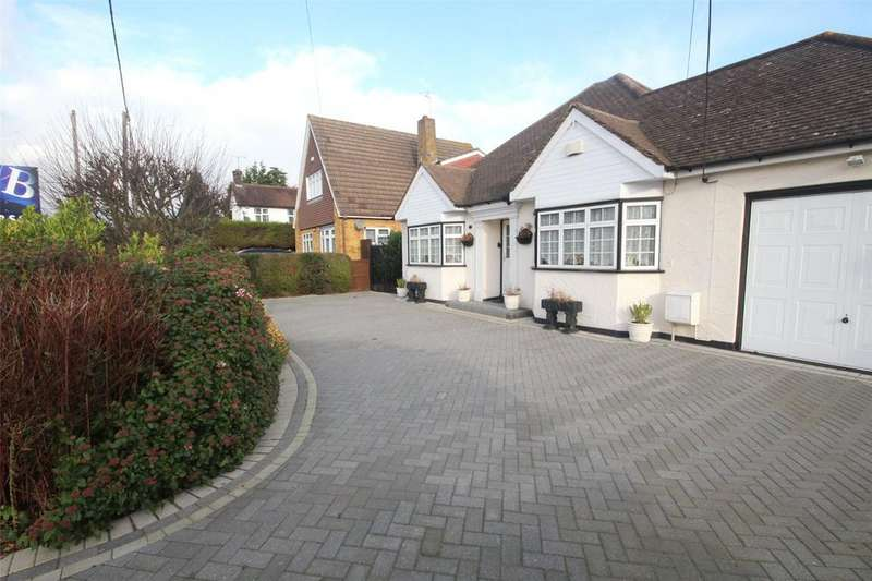 3 Bedrooms Bungalow for sale in Vista Road, Wickford, Essex, SS11