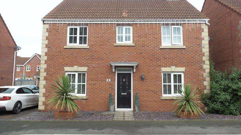 4 Bedrooms Detached House for sale in Carreg Erw, Birchgrove, Swansea. SA7 0HJ