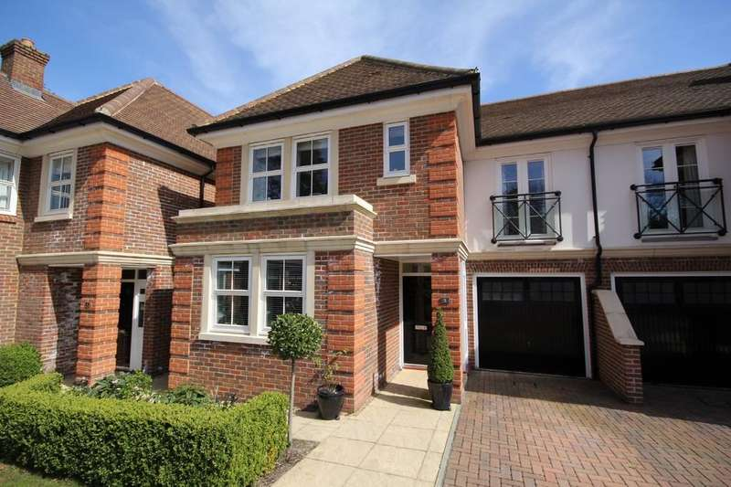 4 Bedrooms Semi Detached House for sale in Conan Way, Crowborough