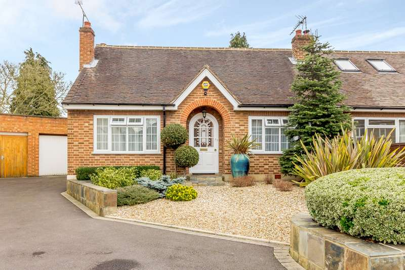 2 Bedrooms Semi Detached Bungalow for sale in Esher