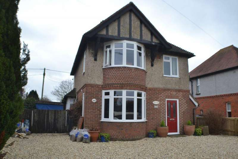 3 Bedrooms Detached House for sale in Benham Hill Newbury