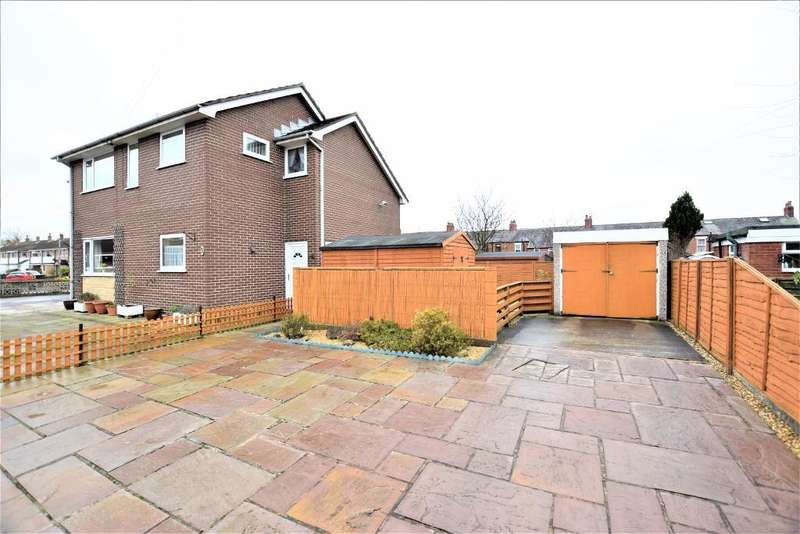 1 Bedroom Flat for sale in Wyndene Grove, Freckleton, Preston, Lancashire, PR4 1DE