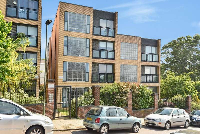 2 Bedrooms Flat for sale in Milestone Road, Crystal Palace