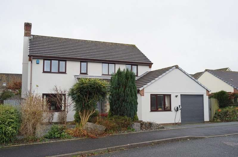4 Bedrooms Detached House for sale in Tavistock - Family Home in Quiet Area