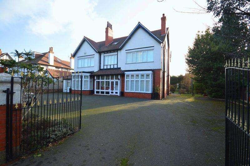 14 Bedrooms Detached House for sale in 114 Birkenhead Road, Meols