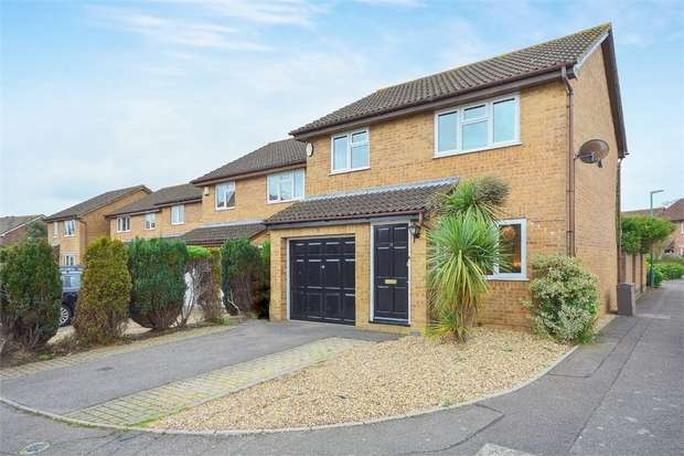3 Bedrooms Detached House for sale in Beauchamps Gardens, Littledown, Bournemouth