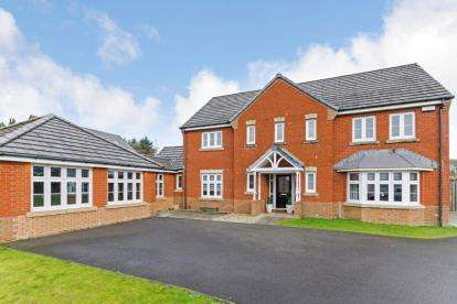 4 Bedrooms Detached House for sale in Torrance Wynd, East Kilbride