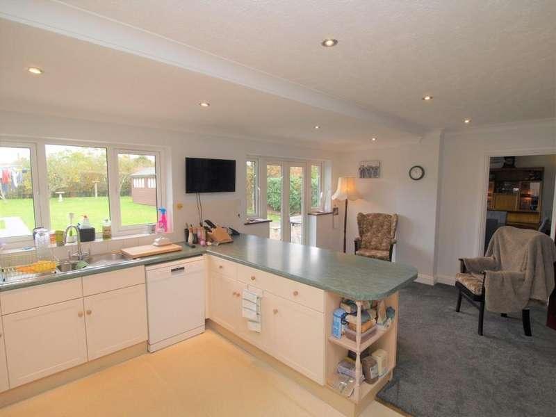 5 Bedrooms Detached House for sale in Pevensey Road, Polegate BN26 6HJ