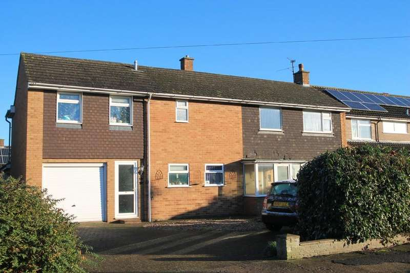 4 Bedrooms Detached House for sale in Broughton Avenue, Aylesbury