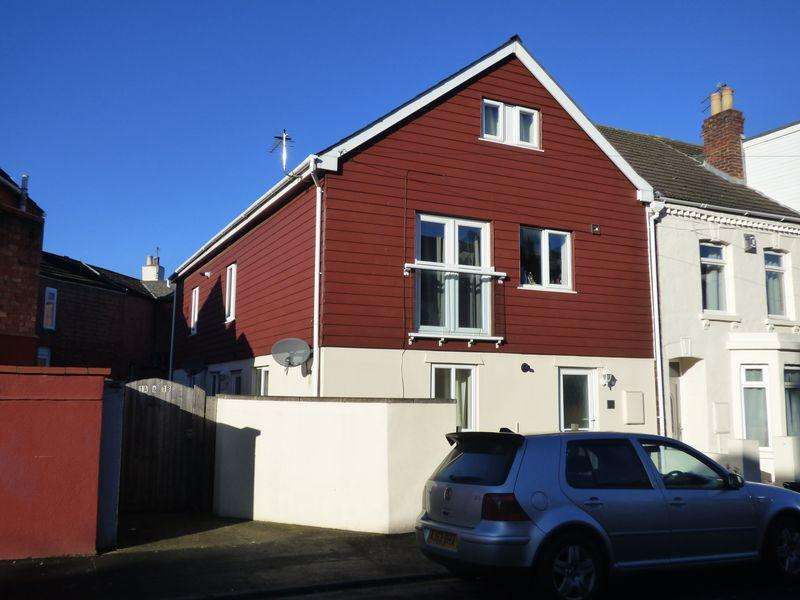 3 Bedrooms House for sale in Weston Road, Gloucester, GL1 5AU