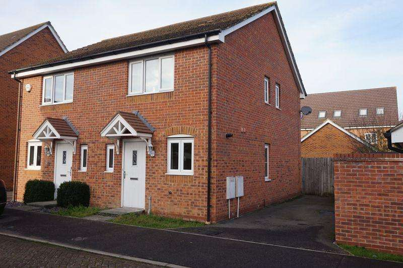 2 Bedrooms Semi Detached House for sale in Dragoons Close, Thatcham