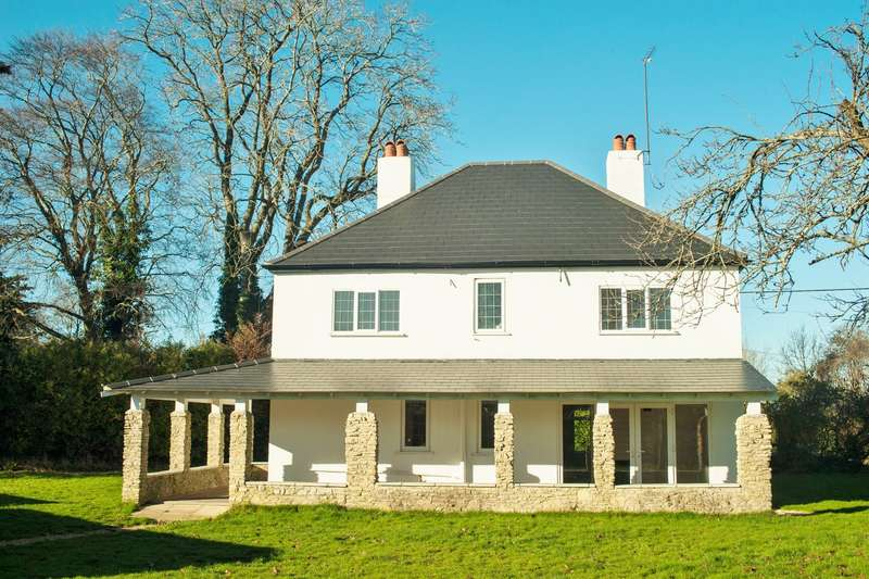 4 Bedrooms Detached House for sale in Poulner