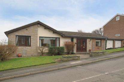 3 Bedrooms Bungalow for sale in Hollins Spring Avenue, Dronfield, Derbyshire
