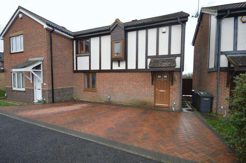 3 Bedrooms Semi Detached House for sale in Coverdale.