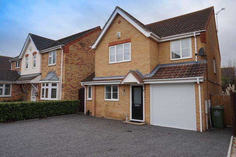 4 Bedrooms Detached House for sale in Robertson Drive, Wickford