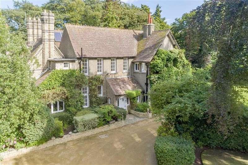 7 Bedrooms Detached House for sale in Hutton Village Road, Guisborough