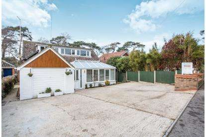 4 Bedrooms Detached House for sale in Mudeford, Christchurch, Dorset