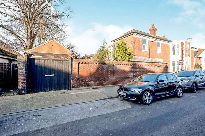 3 Bedrooms Semi Detached House for sale in Montague Road, Portsmouth, PO2