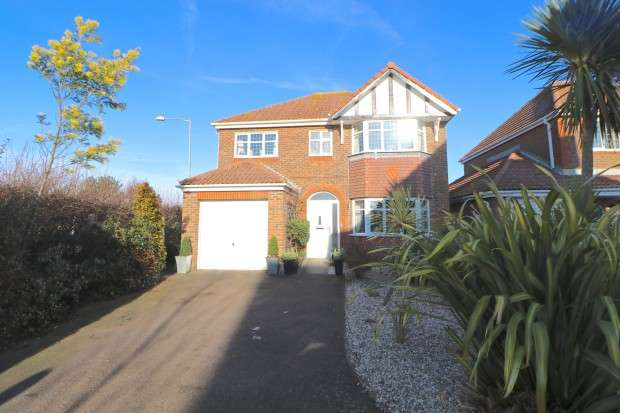 4 Bedrooms Detached House for sale in Hazel Grove, Bexhill-on-Sea, TN39
