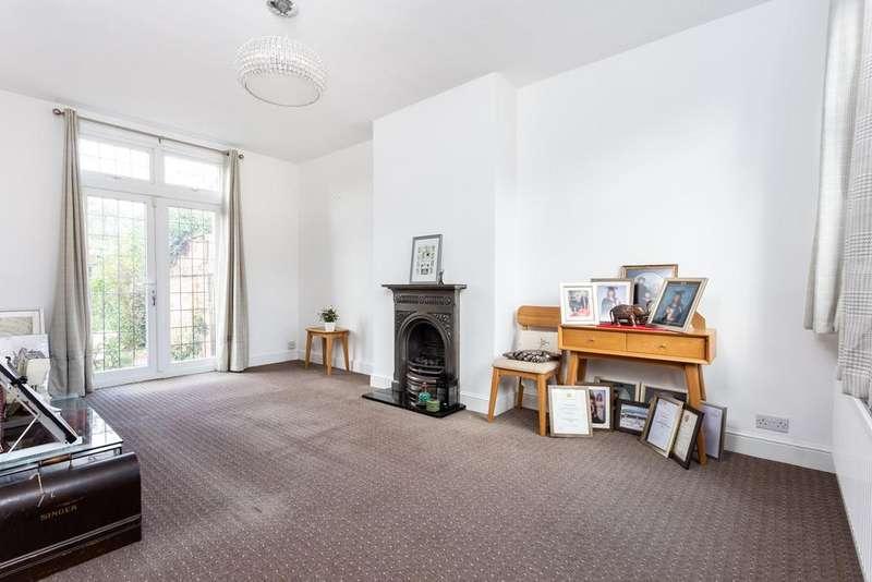 4 Bedrooms Terraced House for sale in Babbacombe Gardens, Redbridge, IG4