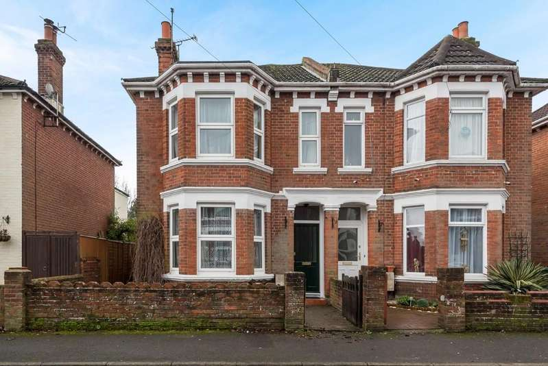 3 Bedrooms Semi Detached House for sale in St Winifreds Road, Southampton