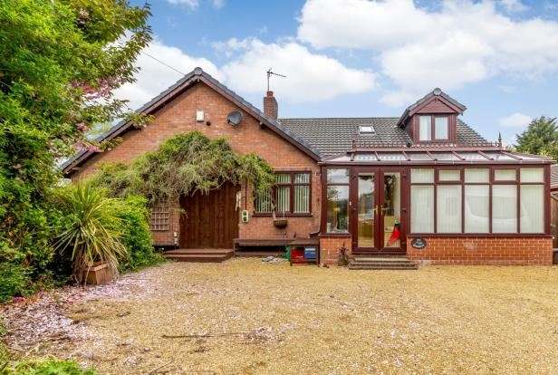 4 Bedrooms Property for sale in Ollershaw Lane, Marston, Northwich, Cheshire, CW9 6ES