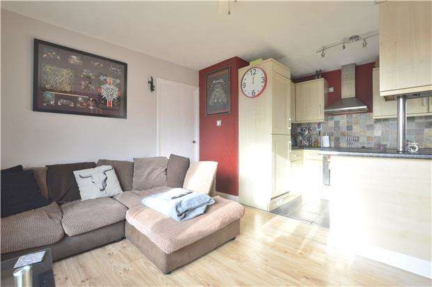 1 Bedroom Flat for sale in Coventry Close, TEWKESBURY, Gloucestershire, GL20 5HR