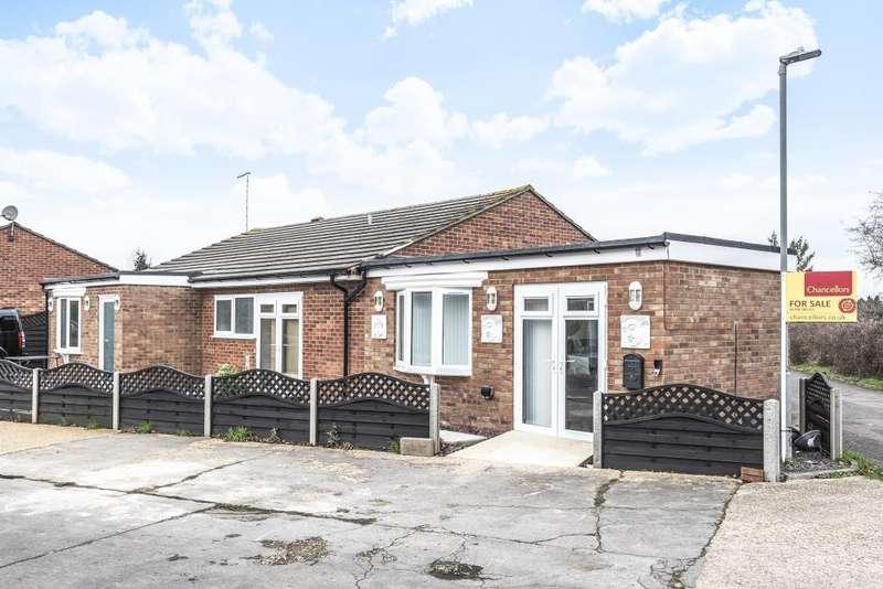 6 Bedrooms Detached Bungalow for sale in Stoke Mandeville, Aylesbury, HP21