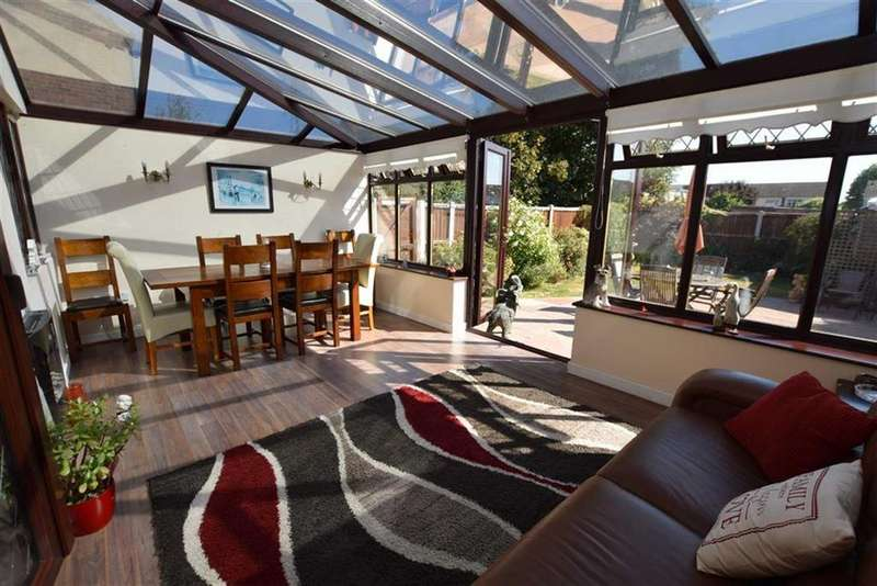 3 Bedrooms Detached House for sale in Somerset Road, Linford, Essex
