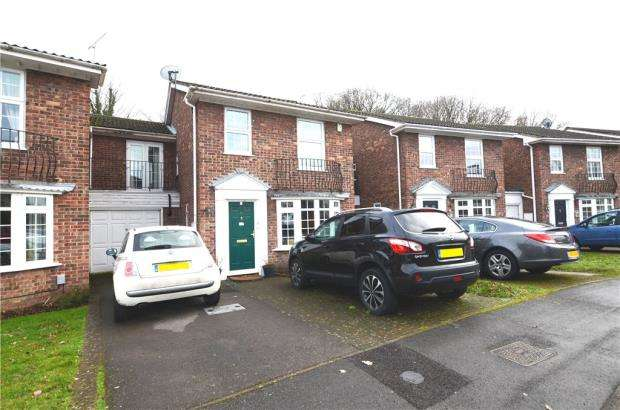 4 Bedrooms House for sale in Hinstock Close, Farnborough, Hampshire