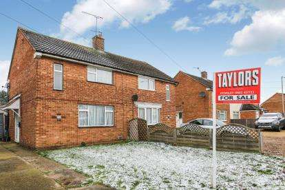 3 Bedrooms Semi Detached House for sale in Lalleford Road, Luton, Bedfordshire