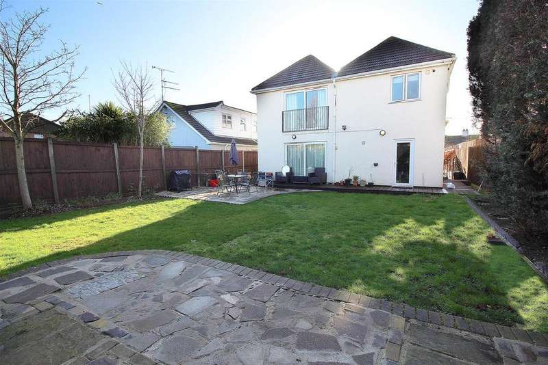 4 Bedrooms Detached House for sale in Elm Road, Canvey Island