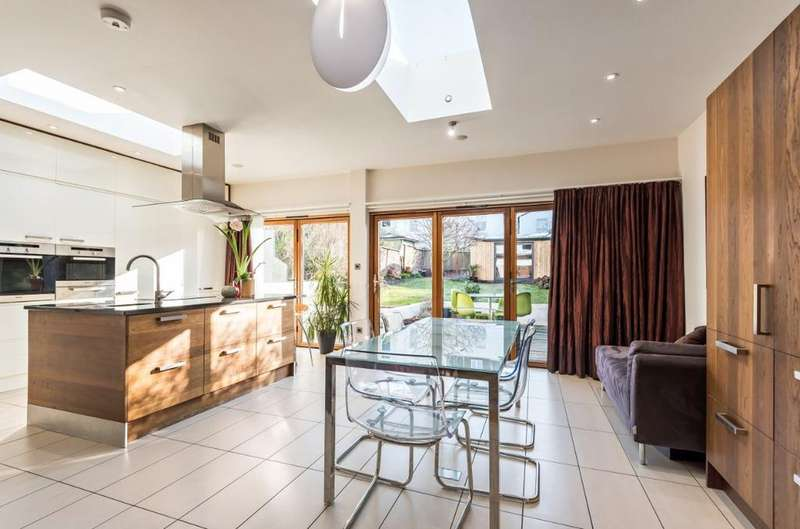 4 Bedrooms Semi Detached House for sale in East Drive, Brighton, East Sussex, BN2